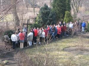 Droga Krzyżowa w ogrodzie