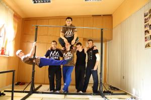 Pokaz umiejętności grupy CORE Workout w Naszym Domu